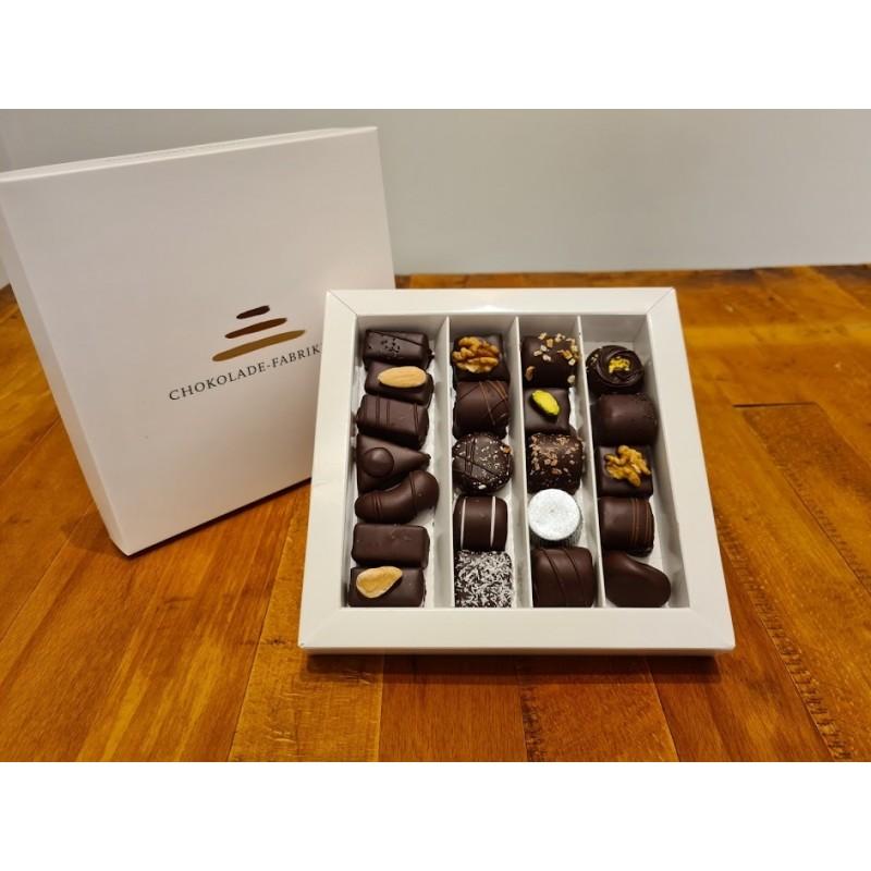 Æske med 250 gram dessertchokolade og hjertebånd